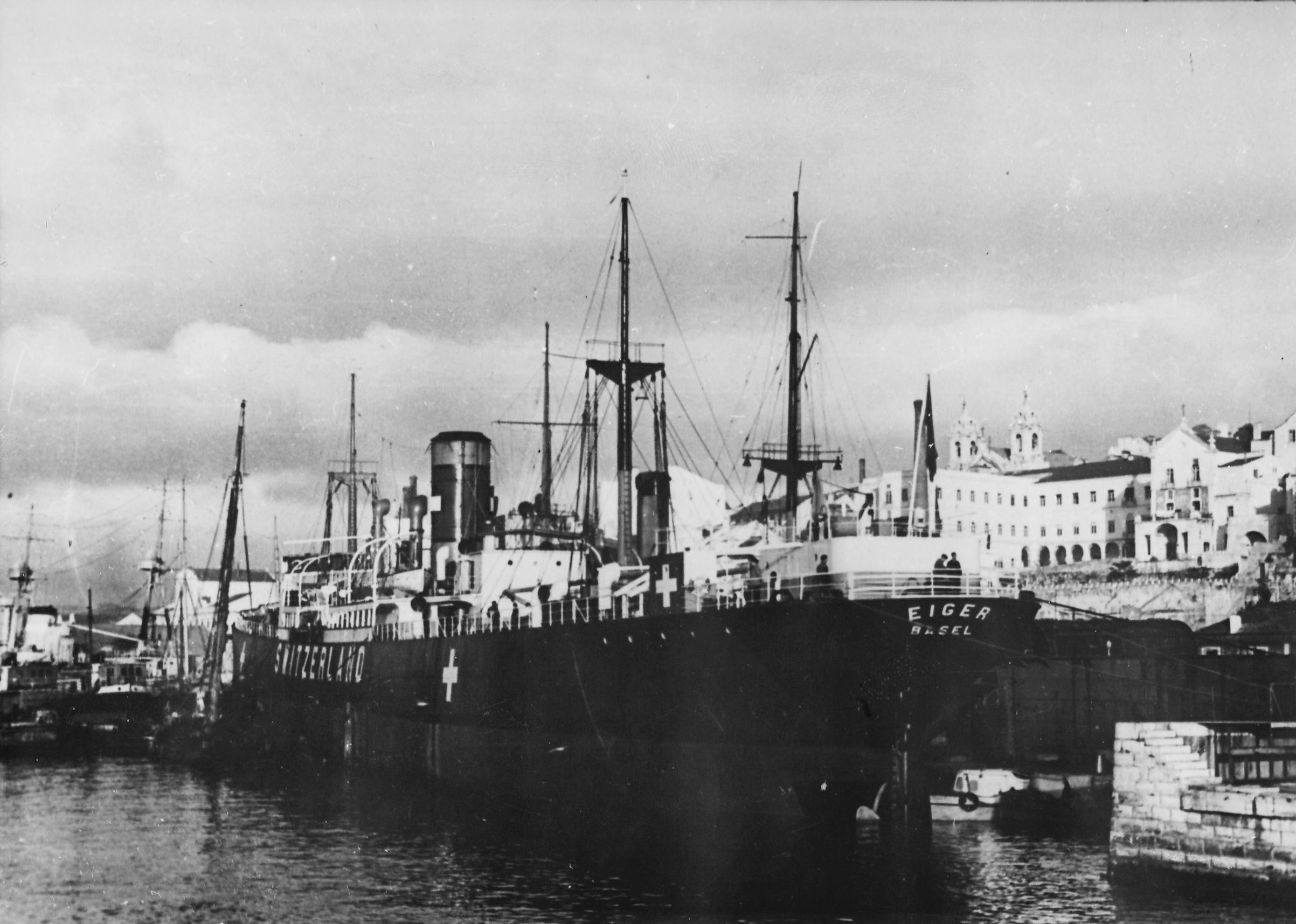 Lisbon's harbor in 1943
