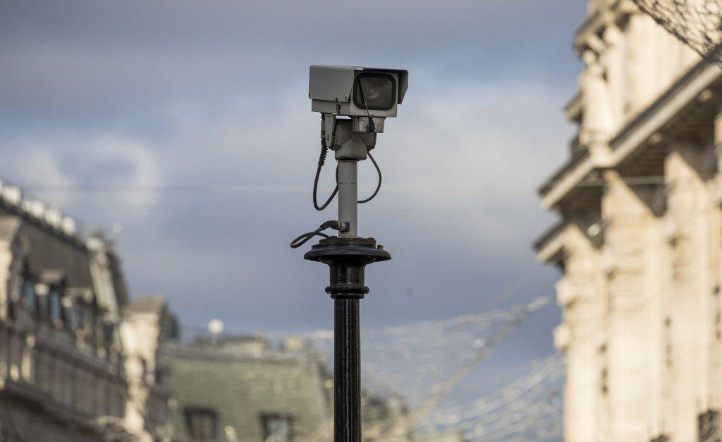 Лондонская полиция развернет камеры распознавания лиц, несмотря на проблемы с конфиденциальностью и свидетельства высокого уровня отказов thumbnail