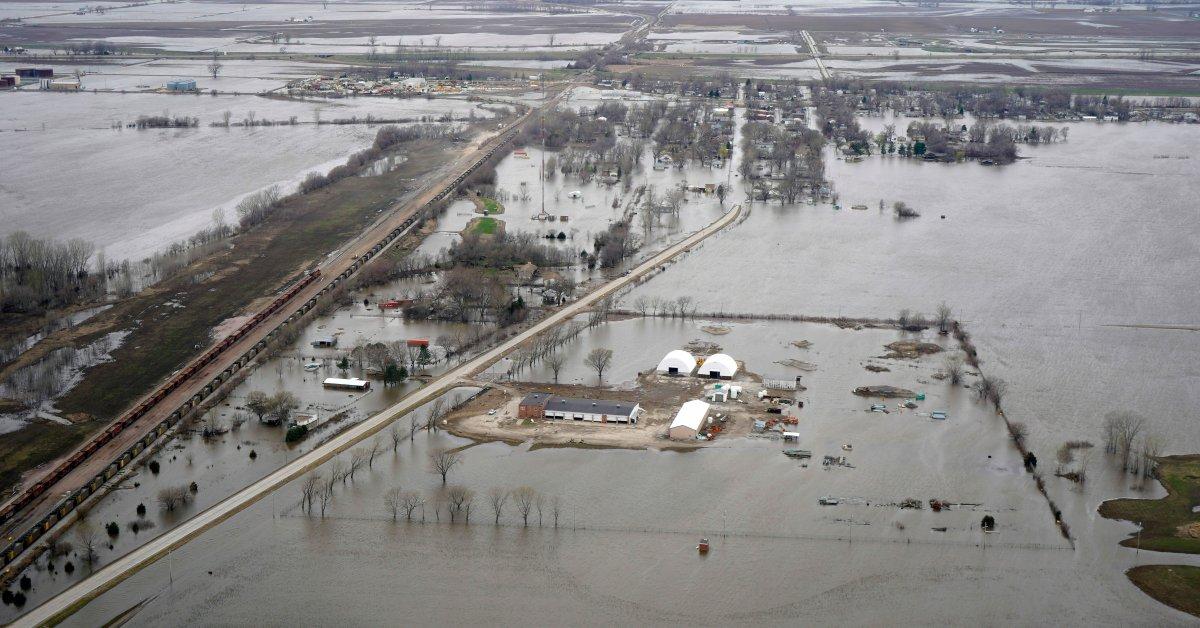 Небраска, Айова, Канзас и Миссури объединились, чтобы ограничить наводнение вдоль реки Миссури thumbnail