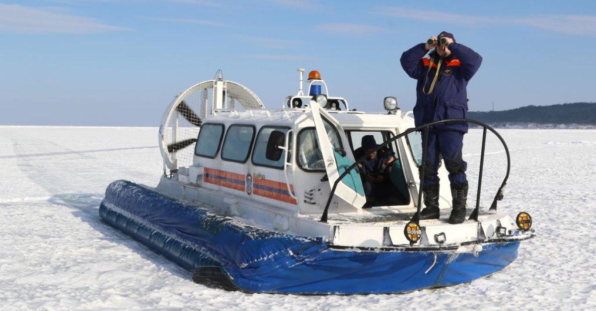 536 рыбаков, попавших на гигантскую льдину, спасены в России thumbnail