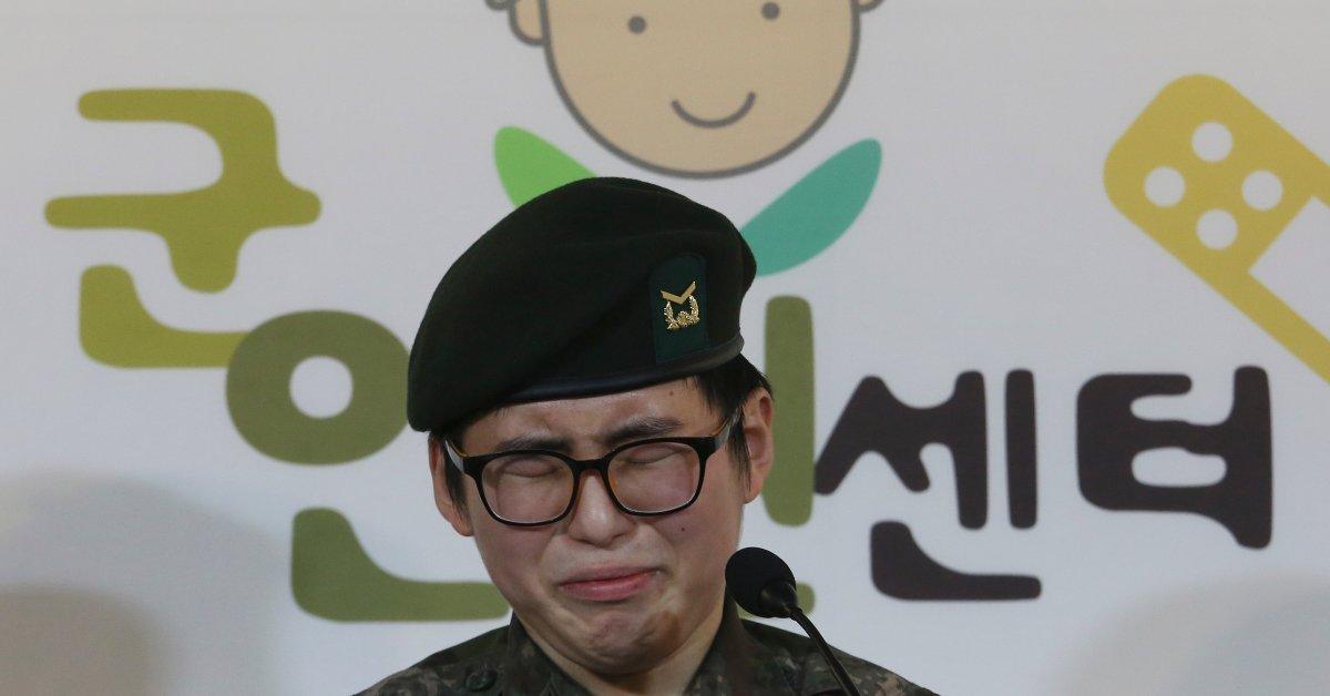Южнокорейские военные увольняют трансгендерного водителя танка, несмотря на ее просьбу служить thumbnail