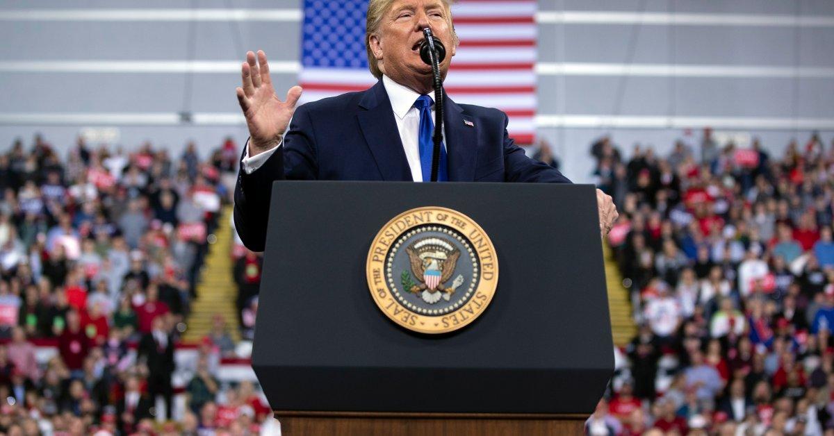 Президент Трамп использует митинг во время демократических дебатов для защиты авиаудара от генерала Ирана thumbnail