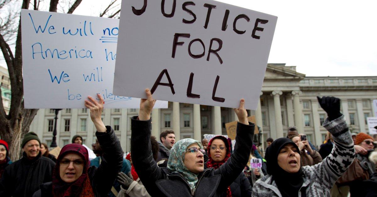 Запрет на поездки Трампа стоит перед новым вызовом в Федеральном апелляционном суде thumbnail