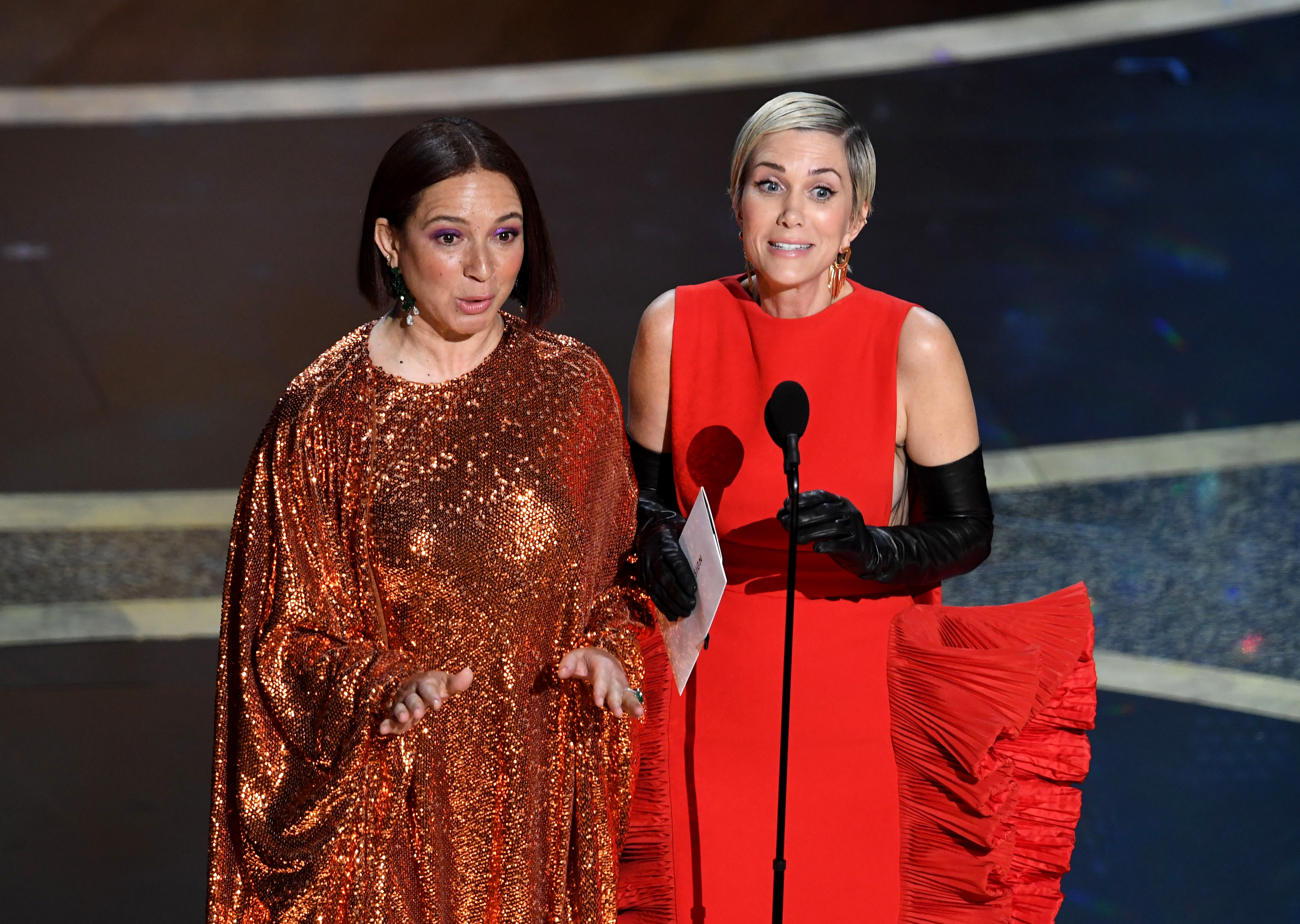 Maya Rudolph and Kristen Wiig at the 2020 Oscars.