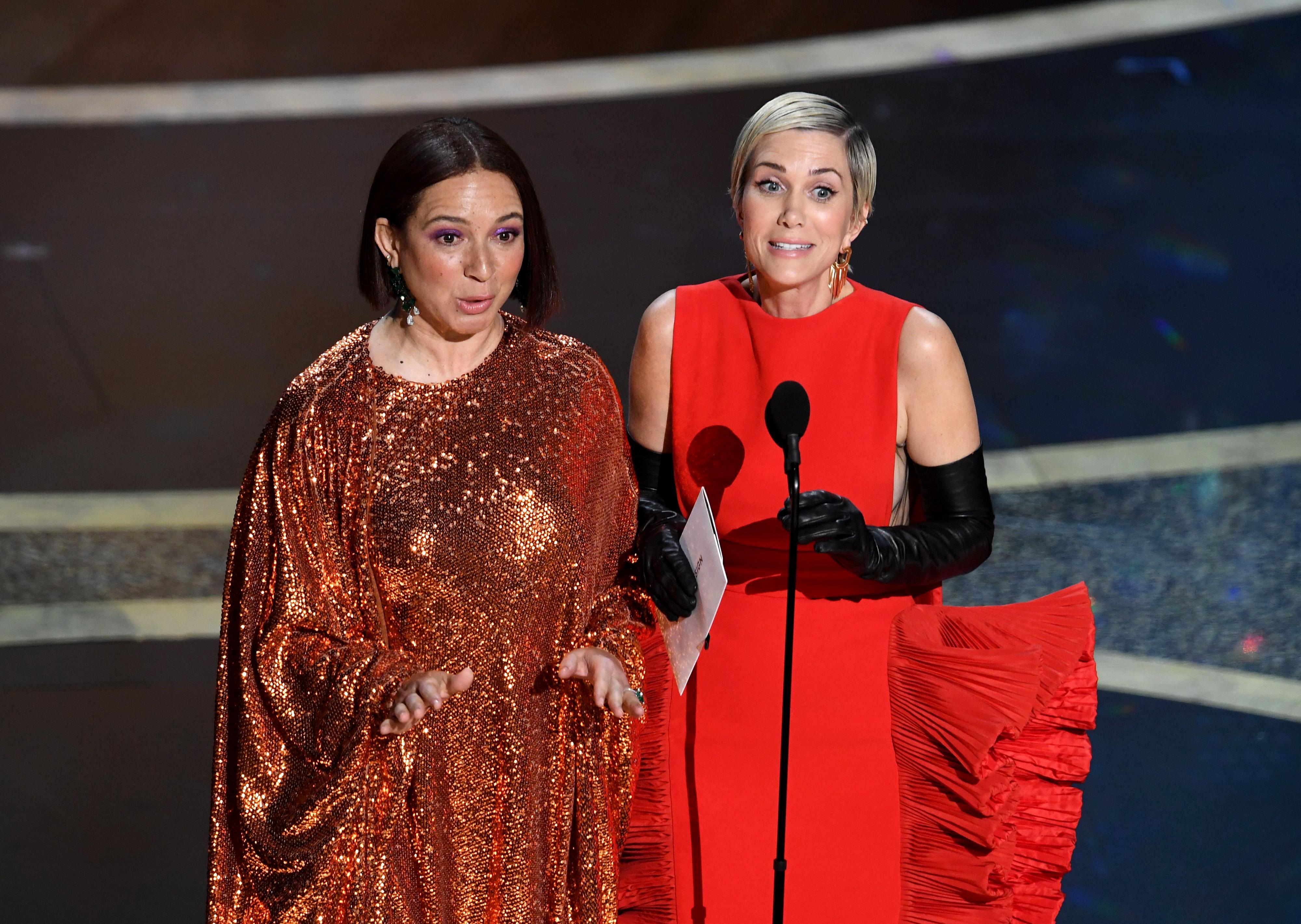 Maya Rudolph and Kristen Wiig at the 2020 Oscars.