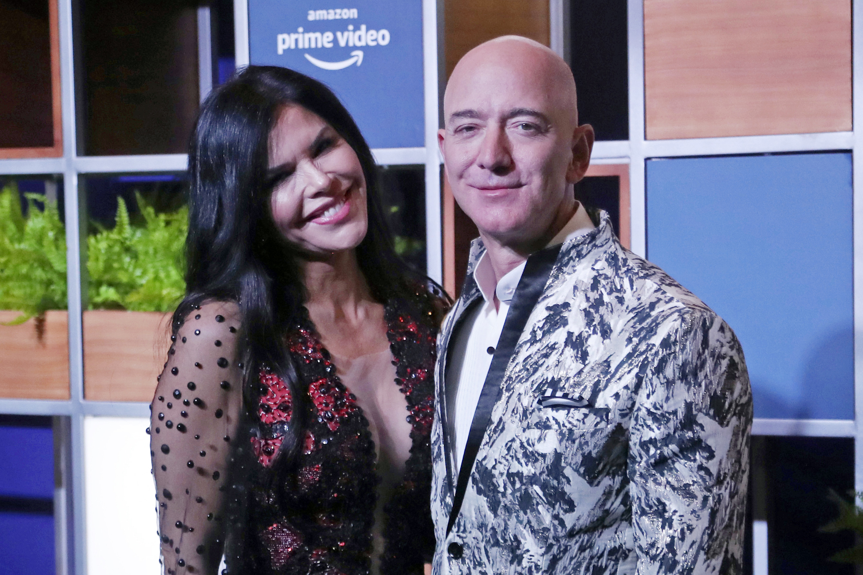 Amazon CEO Jeff Bezos, right and his girlfriend Lauren Sanchez poses for photographs during a blue carpet event organized by Amazon Prime Video in Mumbai, India on Jan. 16, 2020.