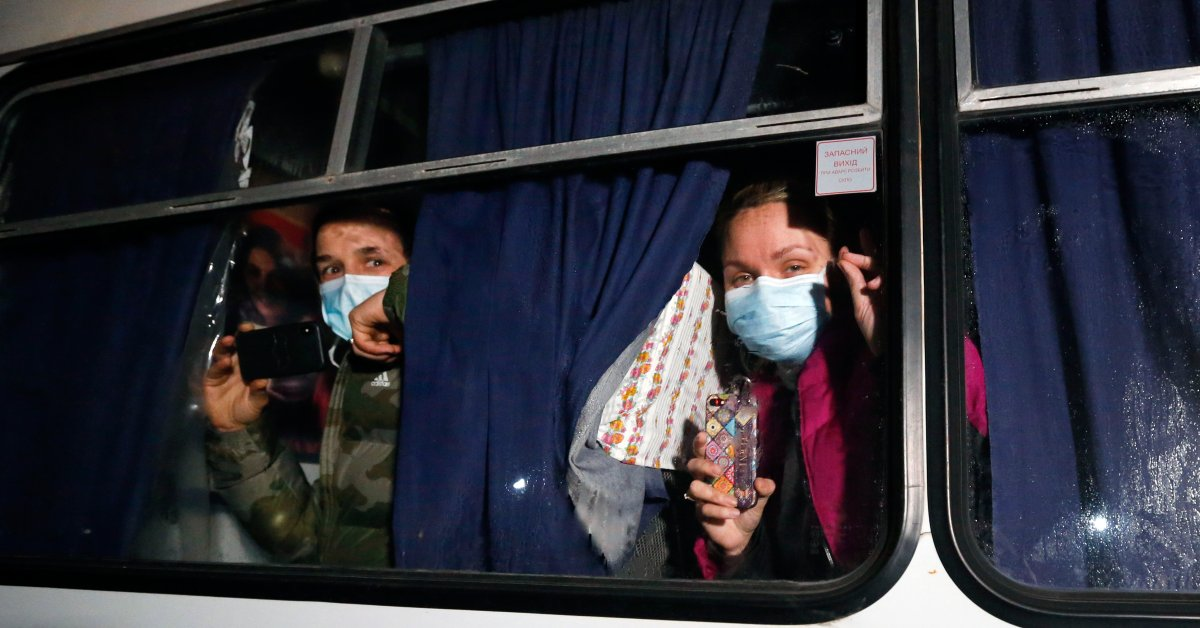Ukrainians Hurl Stones at China Evacuees En Route to Quarantine Amid Coronavirus Fears