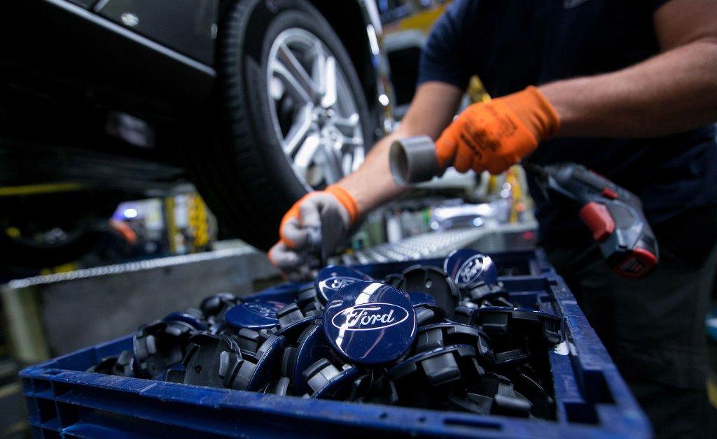 Ford, GM и Fiat Chrysler закрывают все заводы США, чтобы обуздать коронавирус thumbnail