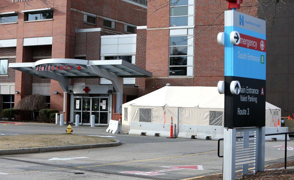 Поскольку США готовятся к распространению коронавируса, больницы беспокоятся о нехватке thumbnail