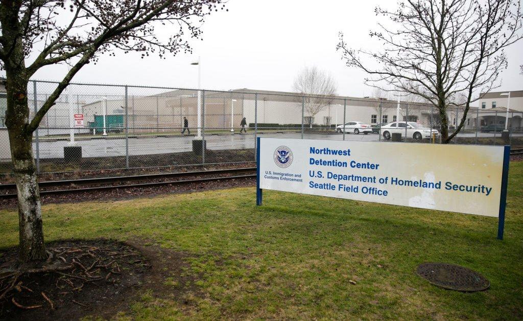 «Только вопрос времени». В этом центре задержания иммигрантов штата Вашингтон адвокаты считают, что вспышка коронавируса неизбежна thumbnail