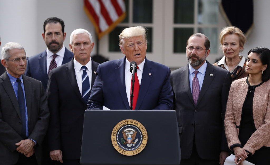 Трамп объявляет национальную чрезвычайную ситуацию на фоне национальных вспышек коронавируса thumbnail