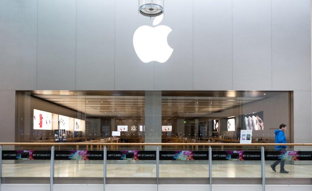 Apple временно закрывает розничные магазины по всему миру, чтобы бороться с коронавирусом thumbnail