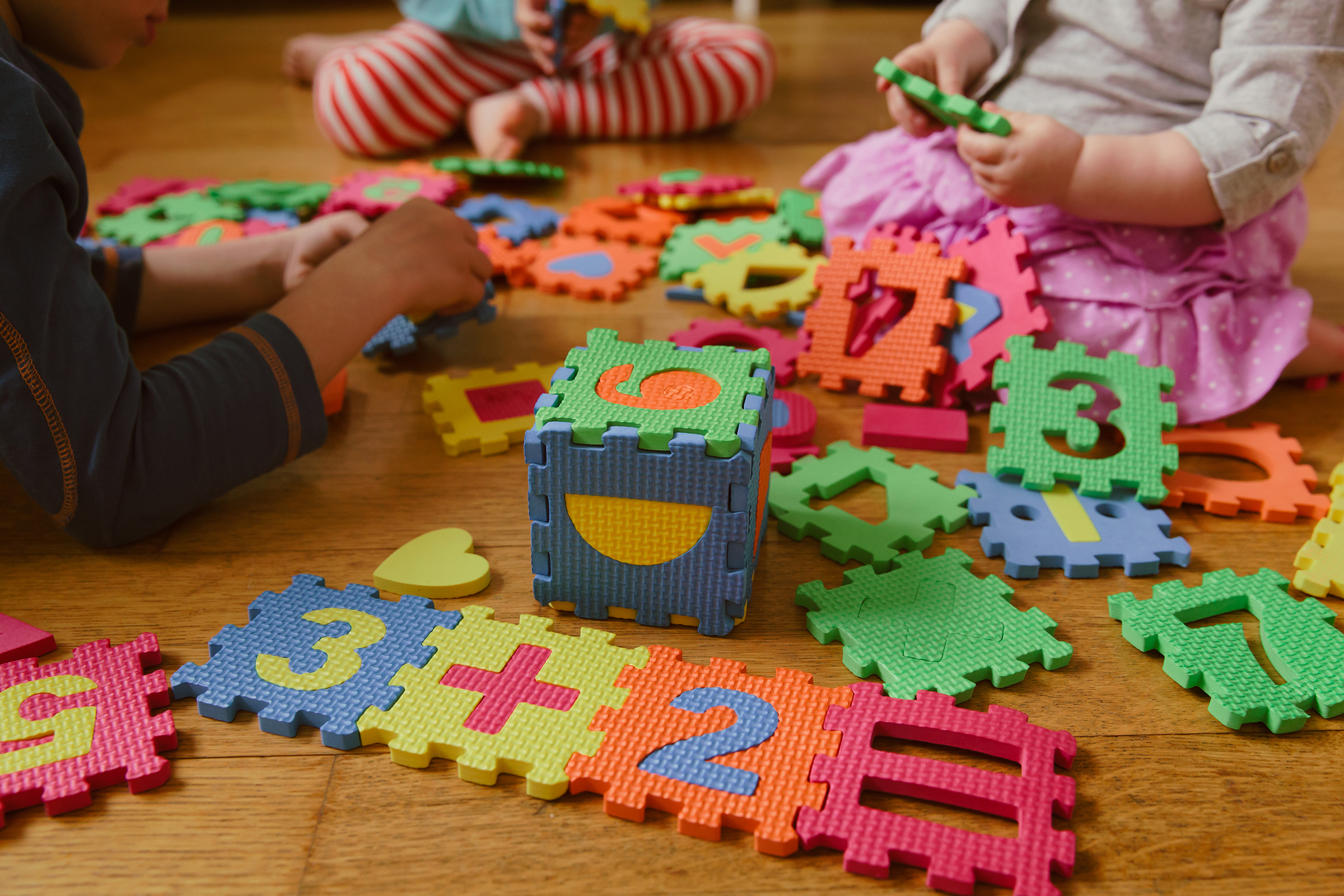 Kids playing with a puzzle.