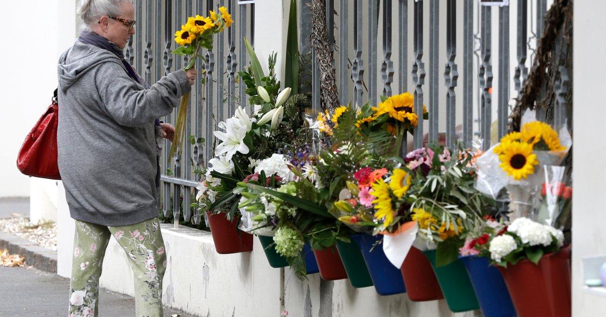 Сообщество Крайстчерч чтит 51 верующих, убитых в массовых расстрелах, несмотря на отмену мемориала thumbnail