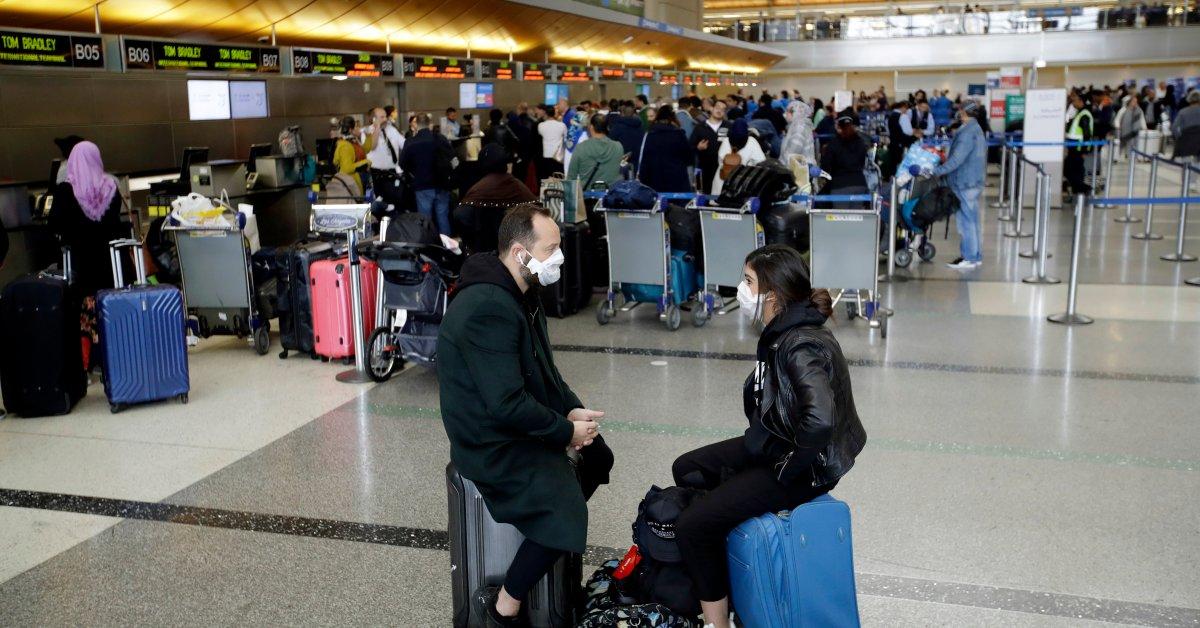 «У вас есть одна жизнь, чтобы жить». Дешевые авиабилеты, побуждающие путешественников летать, несмотря на пандемию COVID-19 thumbnail