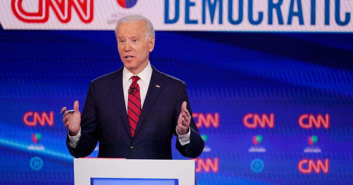 Джо Байден определенно обещает выбрать женщину-вице-президента thumbnail