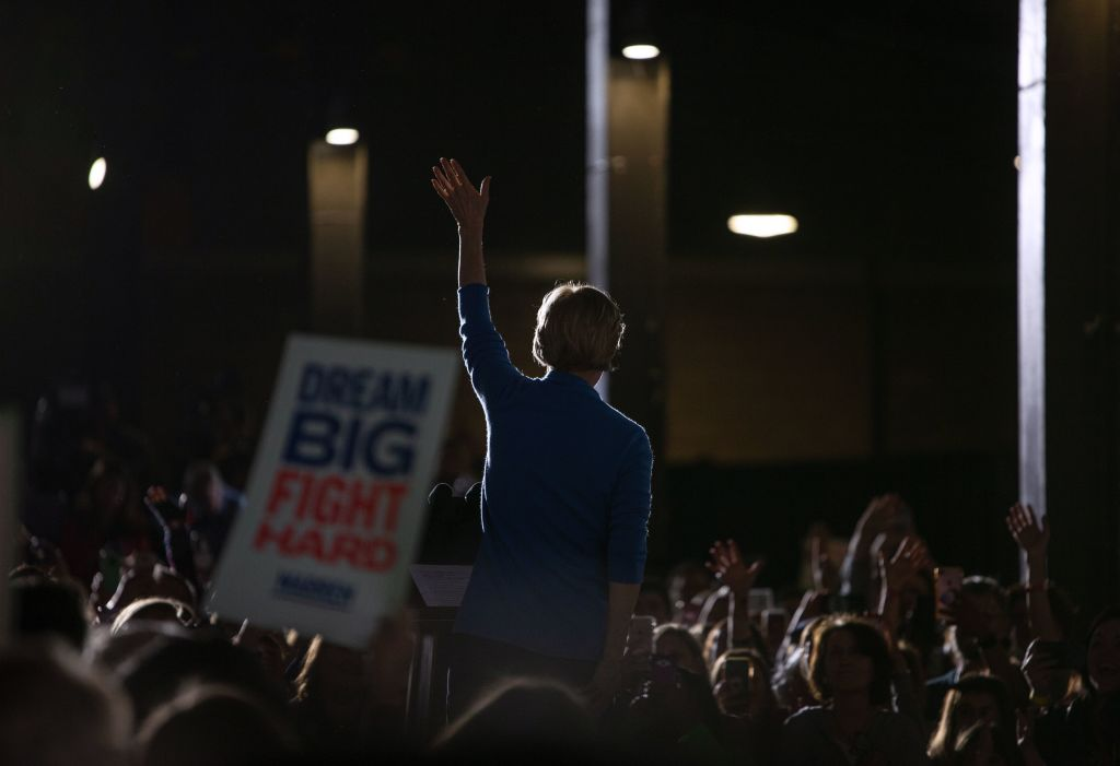 Democratic Presidential hopeful Massachusetts Senator Elizabeth Warren waves during a rally March 3, 2020 in Detroit, Michigan at the Detroit Kitchen Connect on Super Tuesday. (Photo by SETH HERALD / APF / AFP)