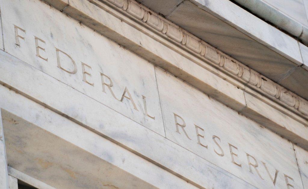 Федеральный резерв снижает процентную ставку почти до нуля в ответ на вспышку COVID-19 thumbnail