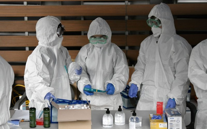 South Korean medical staff wearing protective gear prepare to take samples at a temporary COVID-19 virus test facility in Seoul on March 10, 2020.