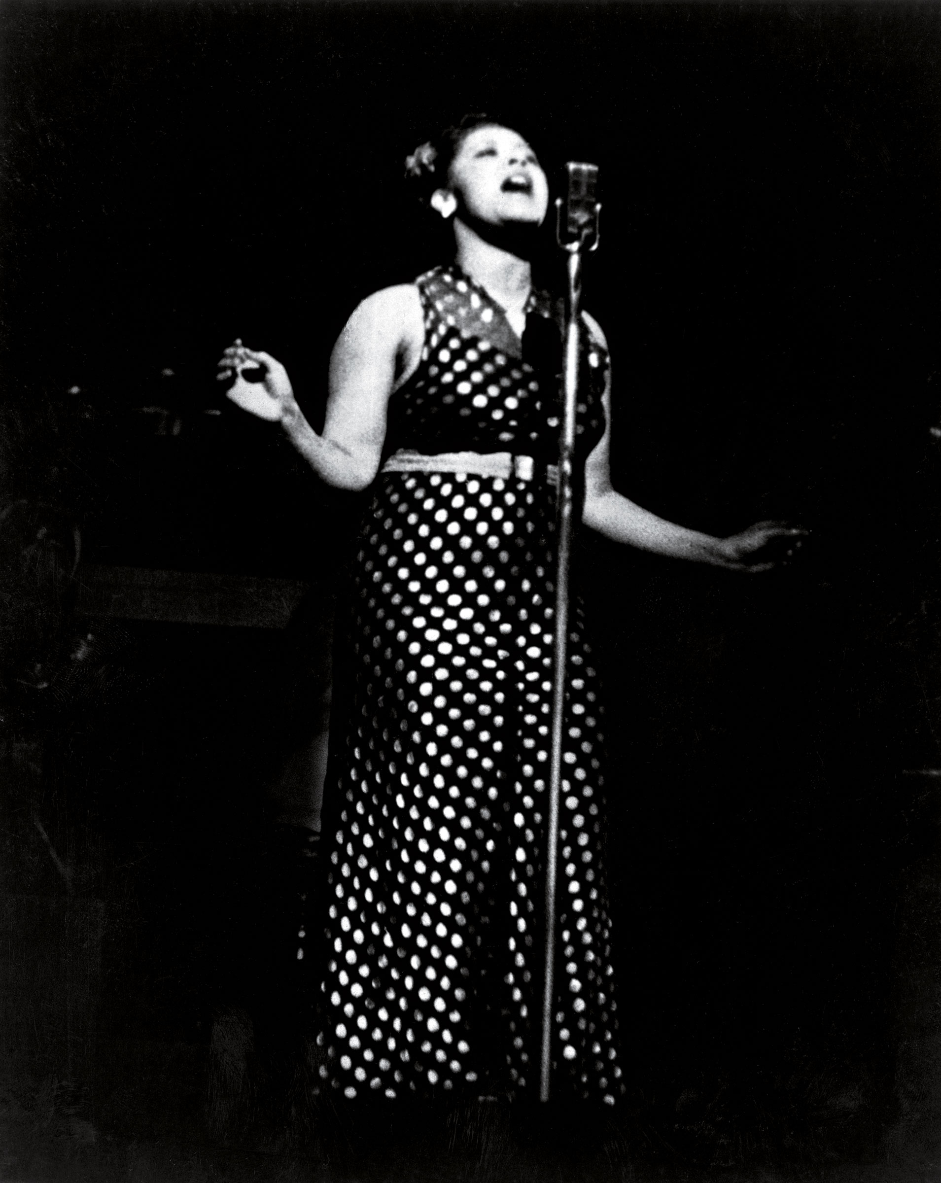 Holiday, performing at the Apollo Theater in 1937.
