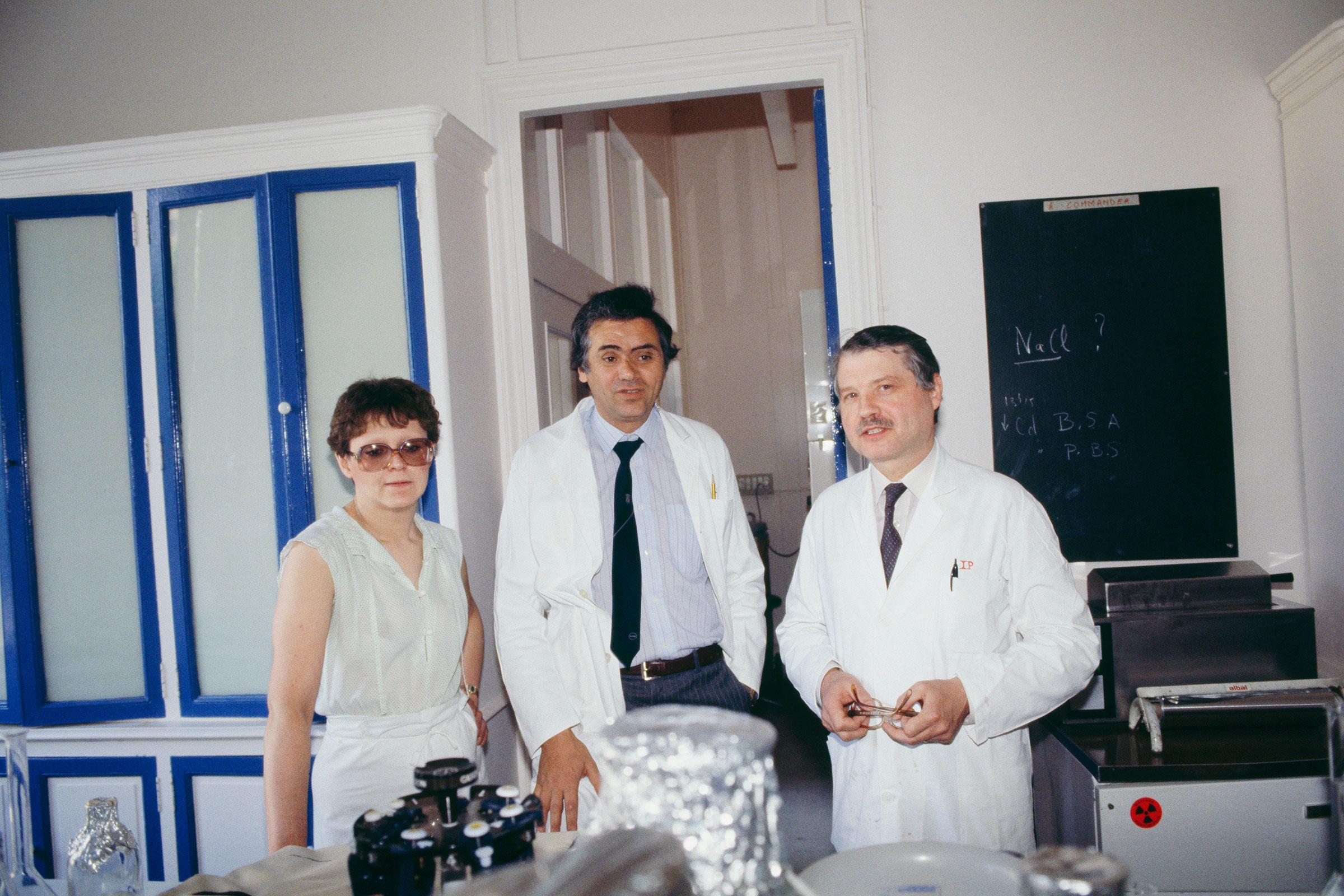 Barré-Sinoussi, Jean-Claude Chermann and Montagnier at the Pasteur Institute.