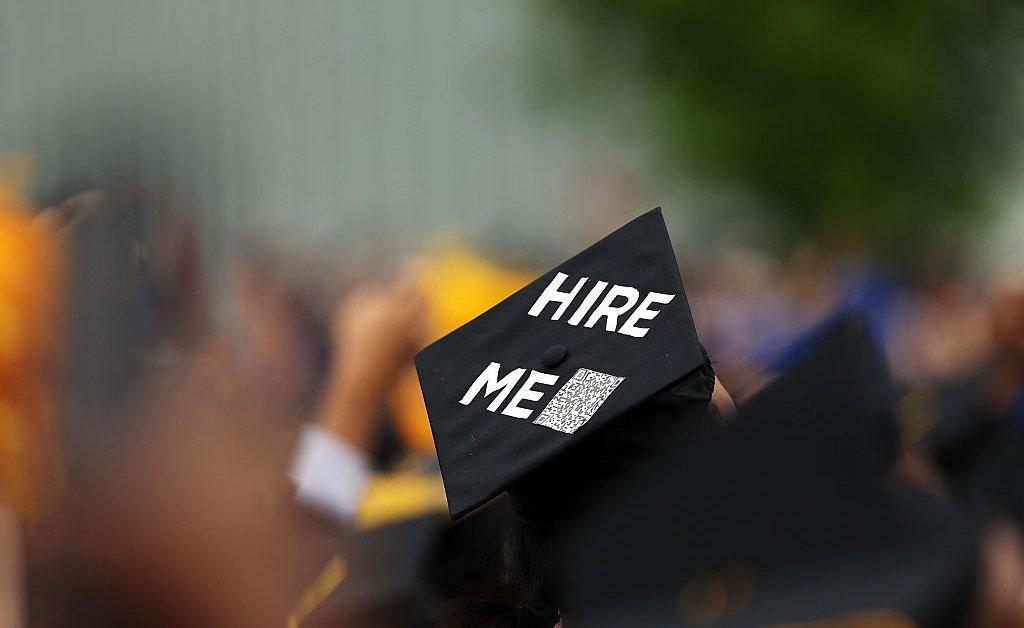 Почему колледжи должны полностью переосмыслить, как они относятся к работающим студентам thumbnail