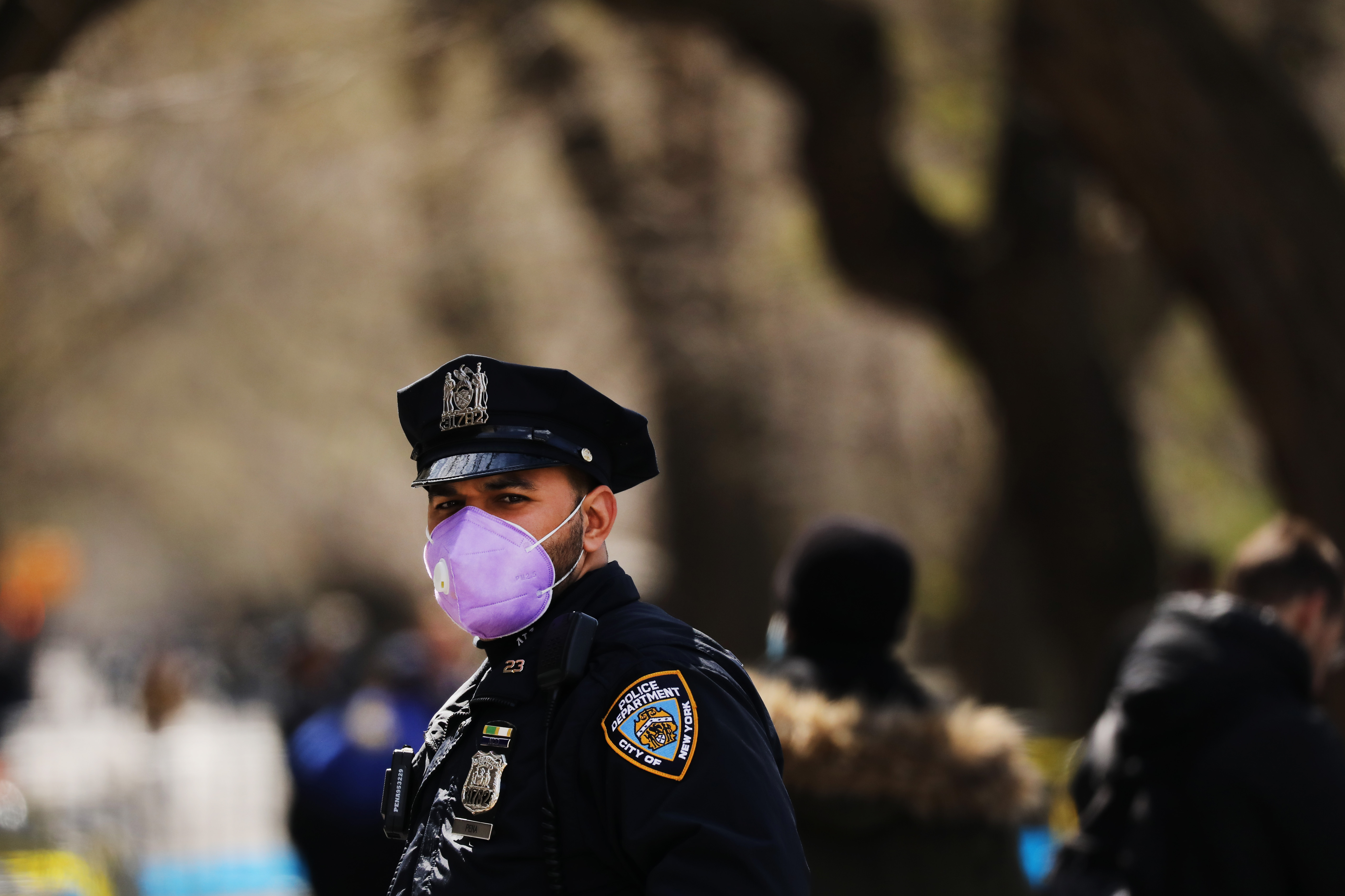 A police officer stands outside of Mount Sinai Hospital on April 01, 2020 in New York City.