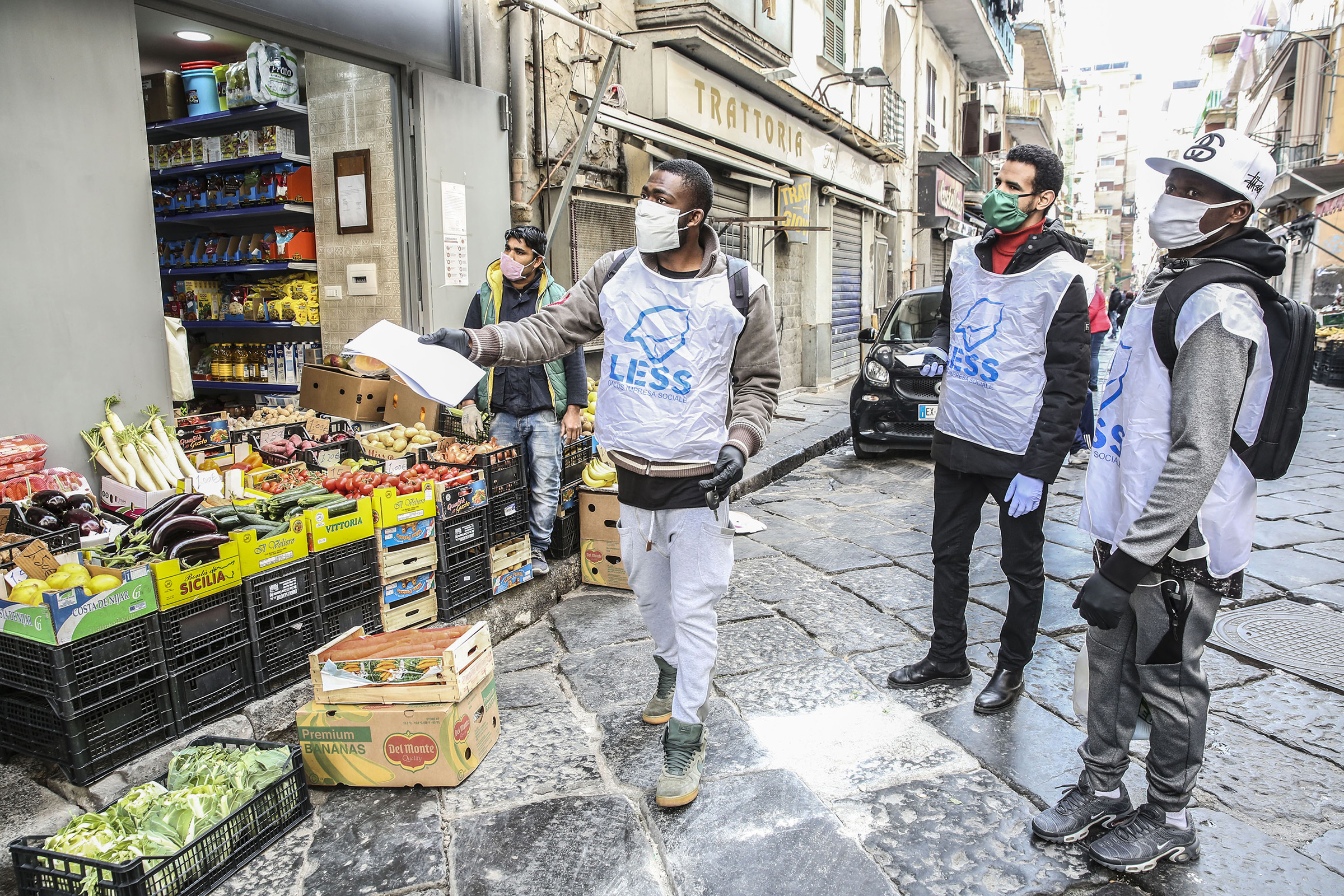 A group of migrants, who collaborate as volunteers with the Less cooperative, bring bags of food and medicine to the home of older people, or who cannot go shopping, due to government restrictions or for fear of coronavirus infection.