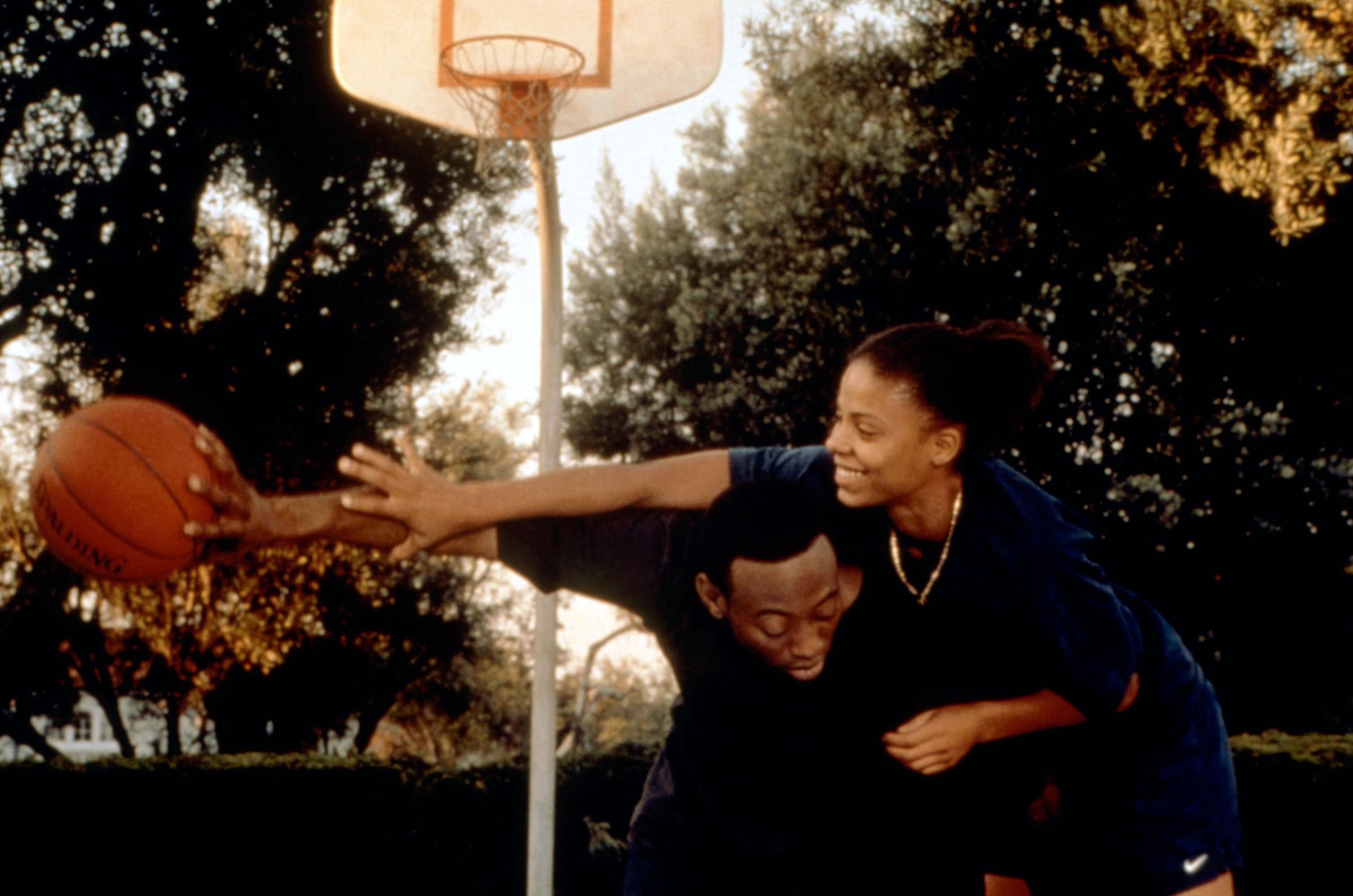 Omar Epps and Sanaa Lathan in 'Love & Basketball'.