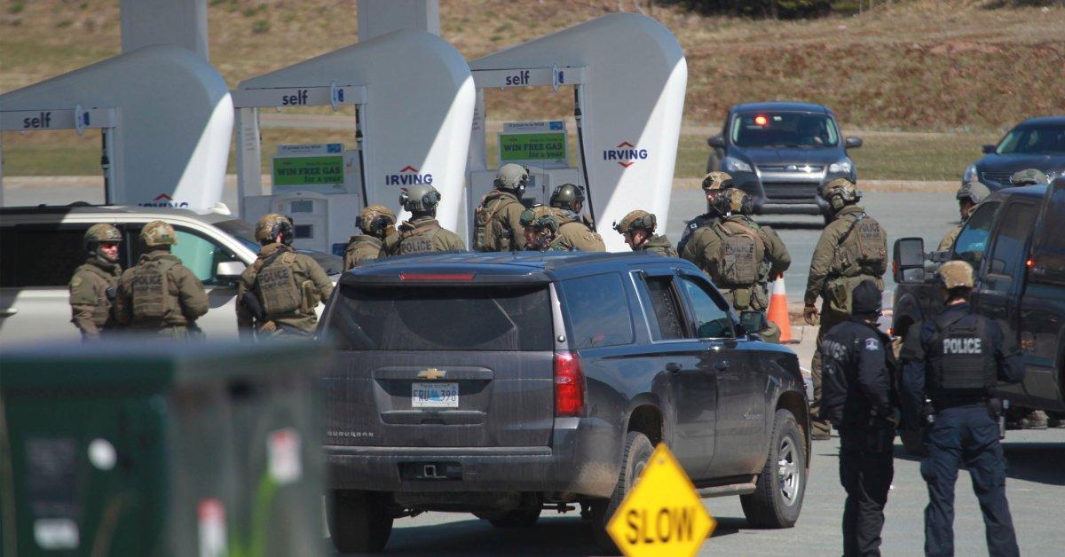 Офицер мертв, еще один ранен на заправке в Новой Шотландии: канадская полиция thumbnail