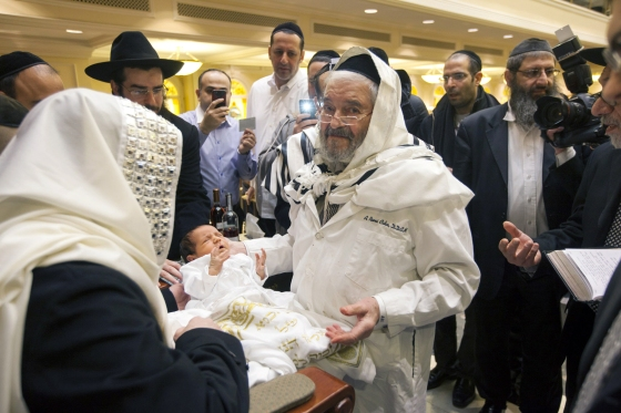 Romi Cohn, born Avraham Hakohen Cohn, performs a circumcision at Congregation Ahaba Ve Ahva in Brooklyn in 2014. (Michael Nagle/The New York Times)