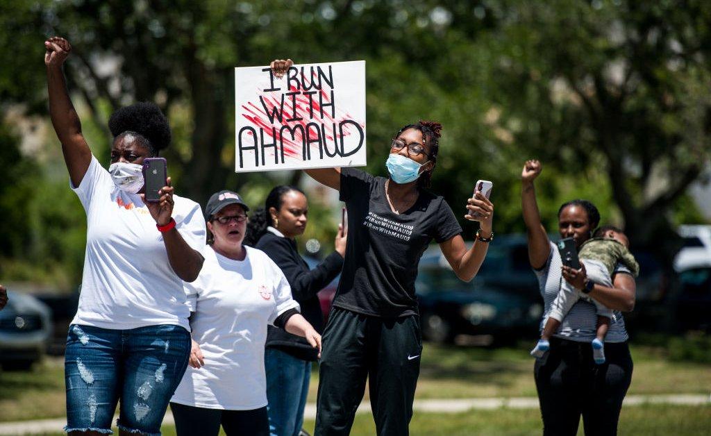 JAY-Z, Alicia Keys и Meek Mill призывают к справедливости для Ахмауд Арбери в открытом письме thumbnail