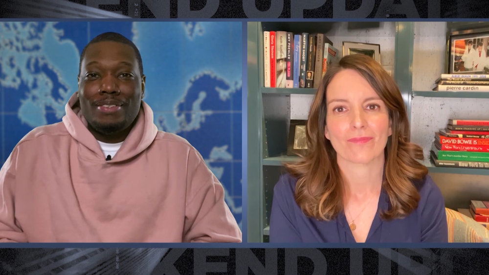 Tina Fey (with Michael Che) appeared on a remotely shot episode of 'SNL'