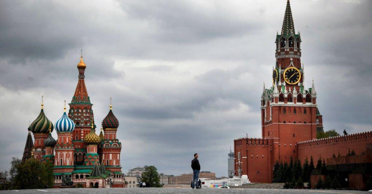 Россия сообщает о рекордном росте числа случаев ежедневного коронавируса thumbnail