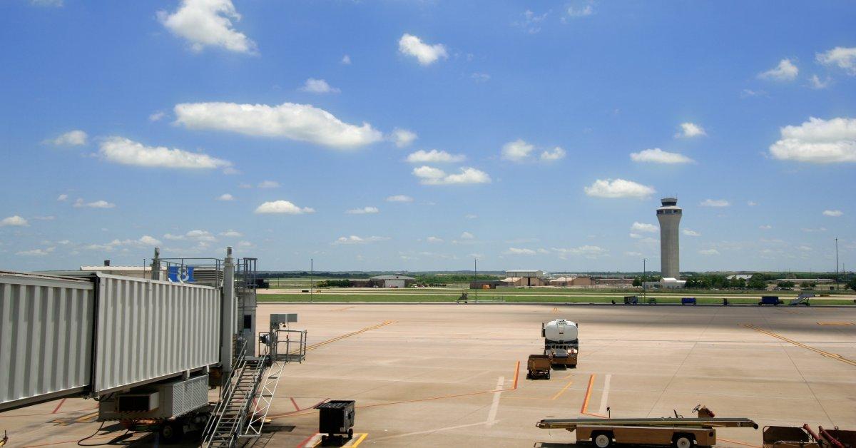 Авиаперелеты Southwest Airlines, Kills Man на Остине, взлетно-посадочная полоса в аэропорту Техаса thumbnail