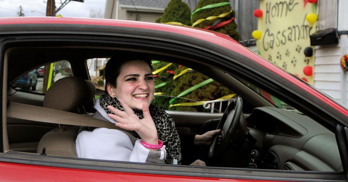 Кассандра Каллендер, женщина из Коннектикута, вынужденная проходить химиотерапию в подростковом возрасте, умерла в 22 года thumbnail