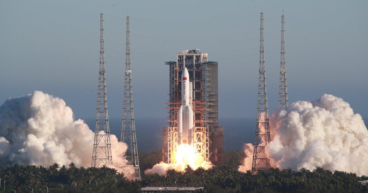 Китай запустил новую ракету, чтобы построить космическую станцию к 2022 году thumbnail