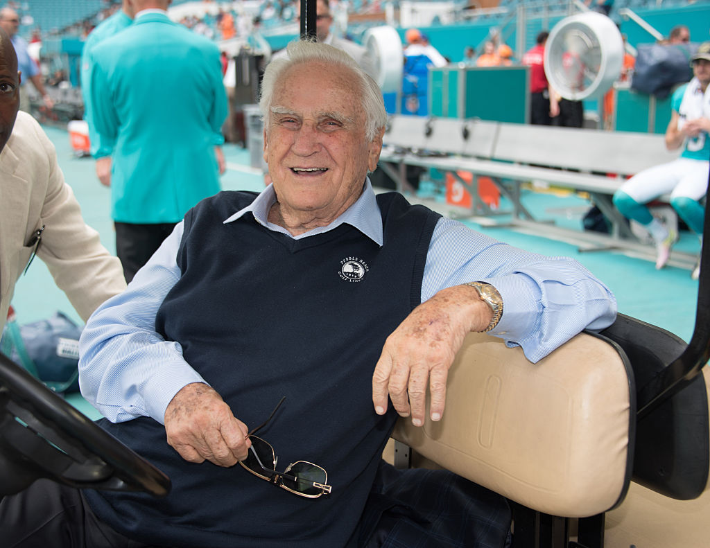 Don Shula on the field at the start of the game between the NY Jets and Miami Dolphins on November 6, 2016, at Hard Rock Stadium in Miami Gardens, Fla.