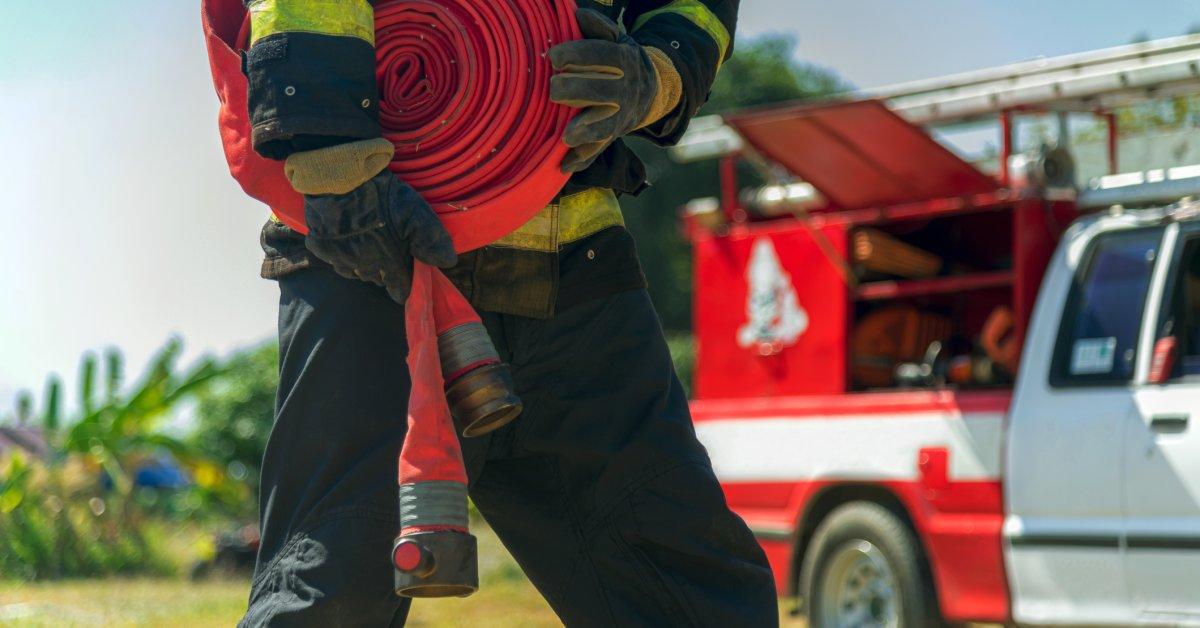 Лесные пожары во Флориде Panhandle заставляют сотни людей покинуть свои дома thumbnail