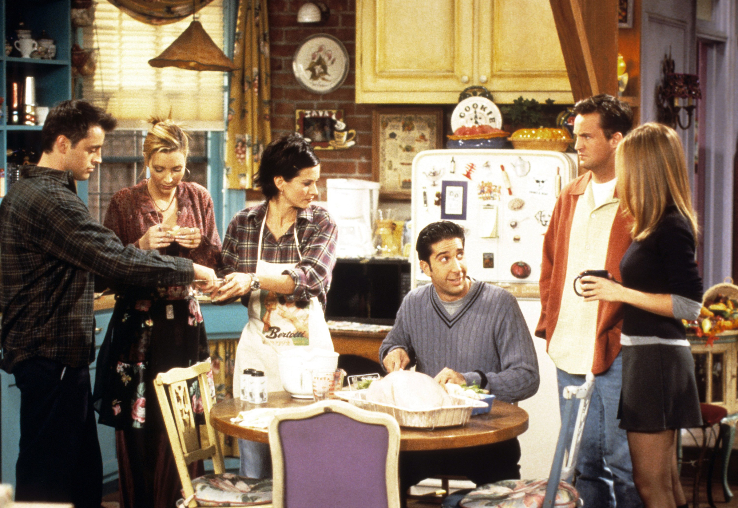(L-R) Matt LeBlanc, Lisa Kudrow, Courteney Cox, David Schwimmer, Matthew Perry, Jennifer Aniston in 'Friends'.