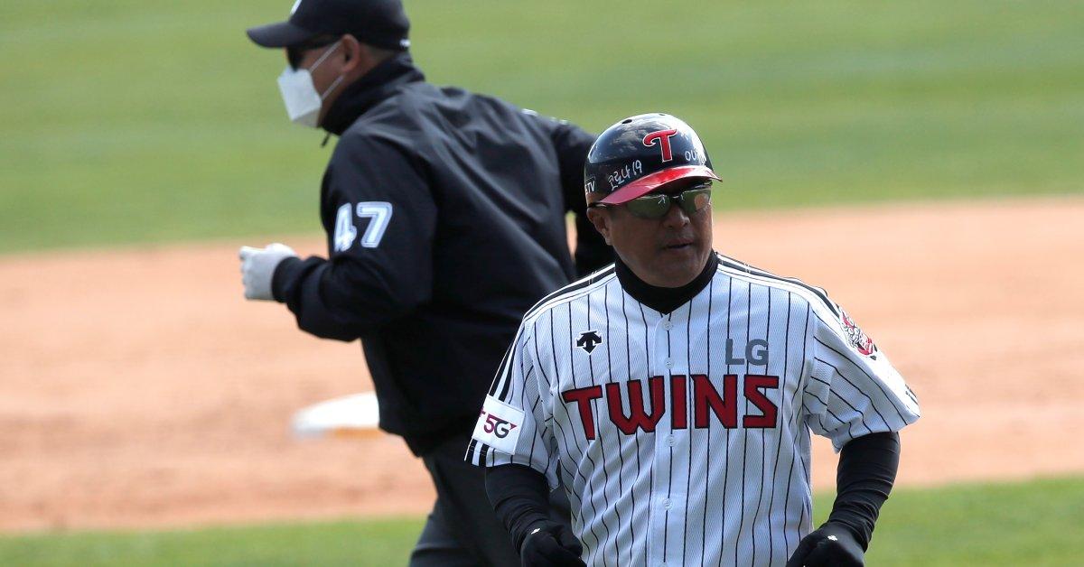 Сезон бейсбола в Корее начинается после значительного переворота в случаях коронавируса thumbnail