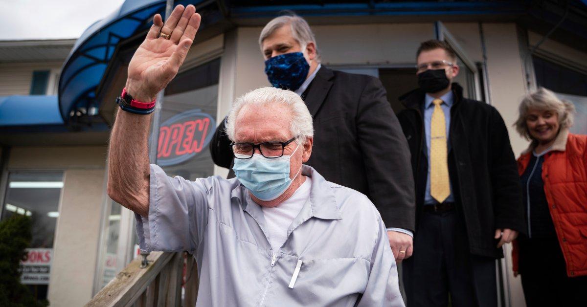 Мичиганский парикмахер, который пообещал оставаться открытым «Пока Иисус не придет», приостановил действие лицензии на игнорирование заказов на коронавирус thumbnail