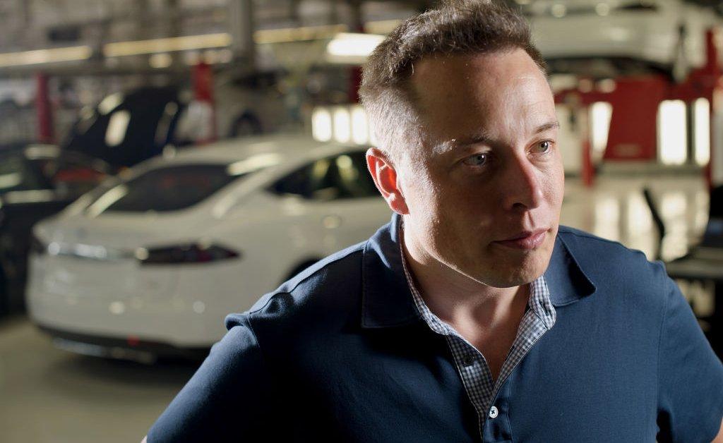 Илон Маск вновь открывает калифорнийский завод Tesla в нарушение местного порядка, чтобы остаться закрытым thumbnail