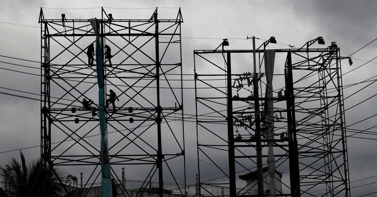 Сильный тайфун обрушился на пострадавшие от пандемии Филиппины thumbnail
