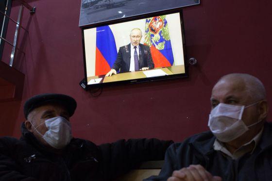 Putin Delays Power Referendum Over Virus