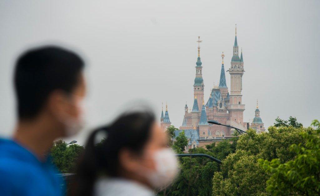 Шанхайский Диснейленд возобновляет продажу билетов за считанные минуты thumbnail