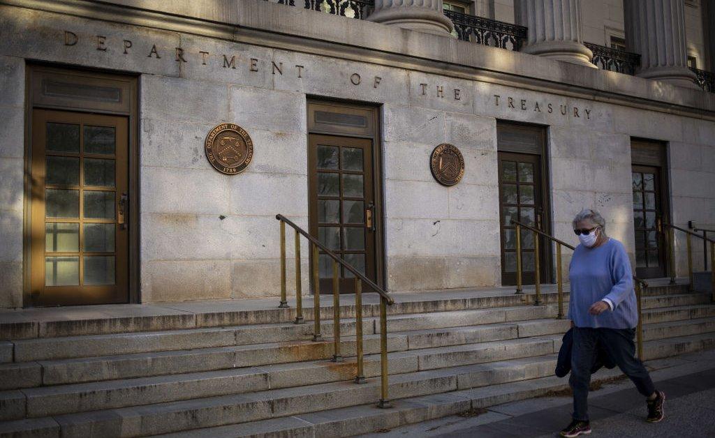 Казначейство одолжит рекордные 2,99 триллиона долларов для покрытия расходов на спасение экономики thumbnail