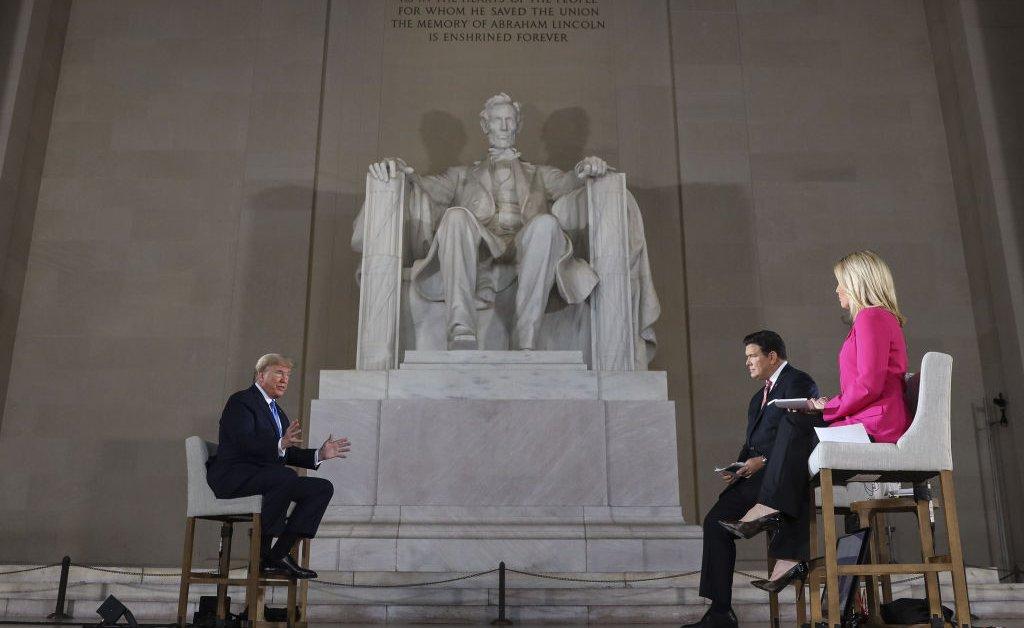 Президент Трамп заявил, что США могут открыться, не рискуя жизнью, так как он предсказывает, что число погибших возрастет до 90 000 thumbnail