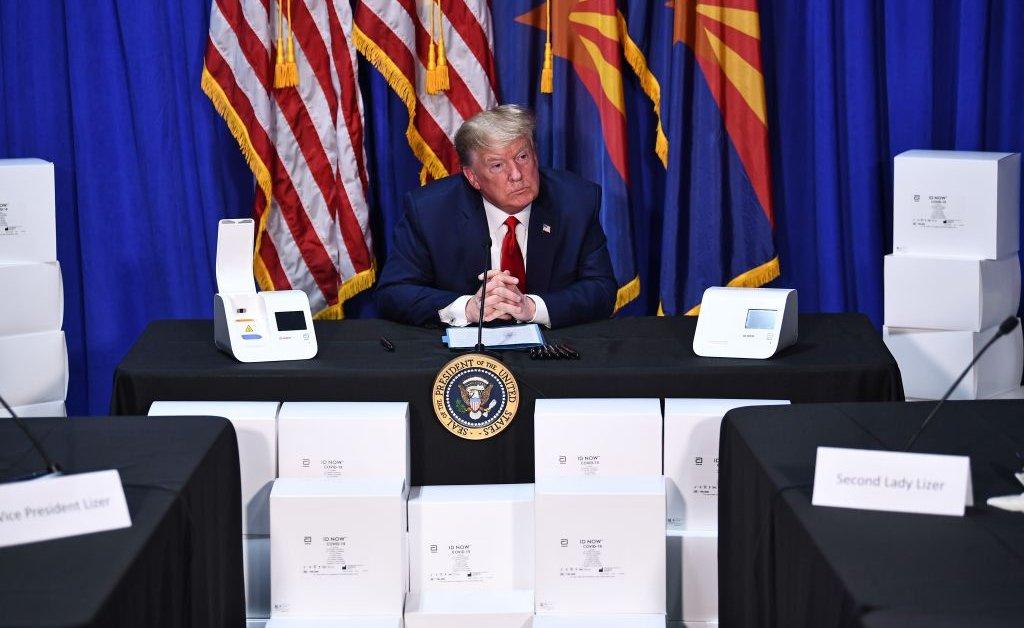 Белый дом надеется свернуть оперативную группу COVID-19, когда Трамп посетит завод масок в Аризоне thumbnail