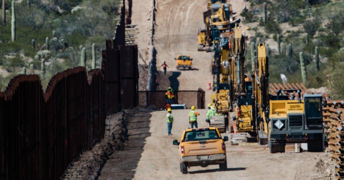Президент Трамп отметит завершение 200-й мили пограничной стены thumbnail